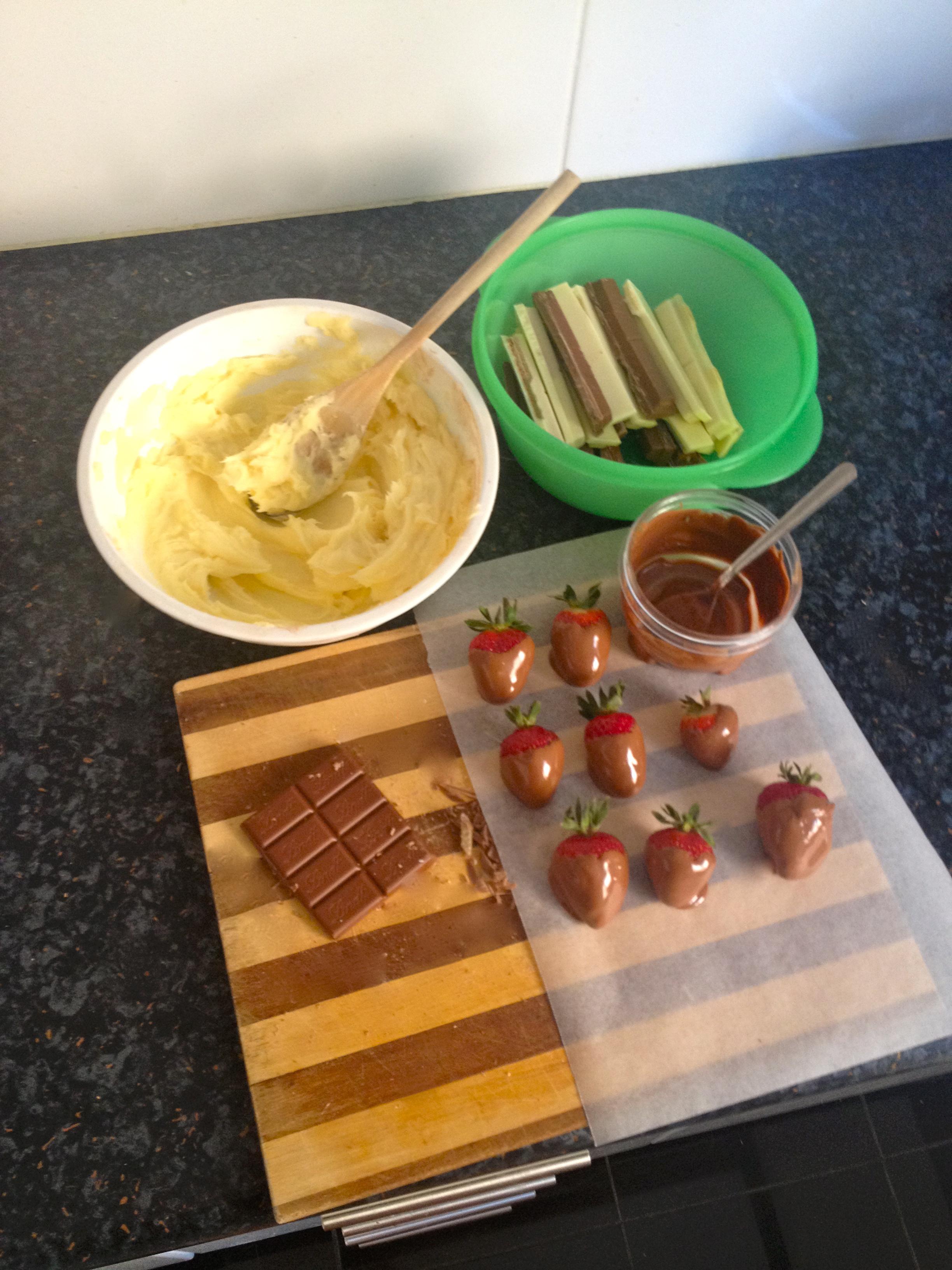 A Chocoholic's Dream – Chocolate Mud and Kit Kat Birthday Cake ...
